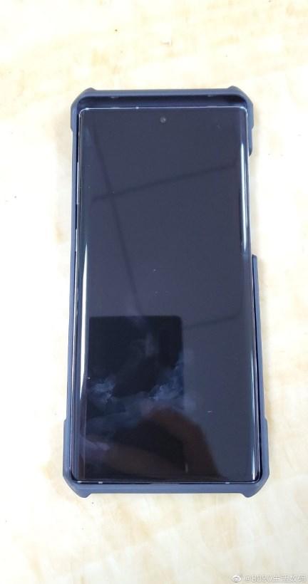 华为Mate30系列手机壳再度曝光:由GalaxyNote10作尺寸对比