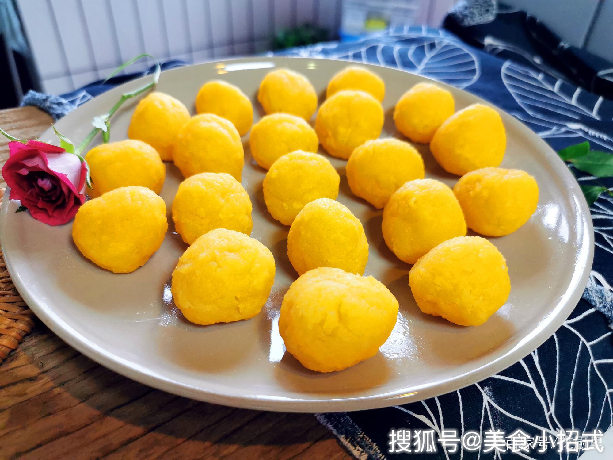奶黄馅在家自己做,好吃又省钱,奶味十足,可以蒸包子或者烙馅饼