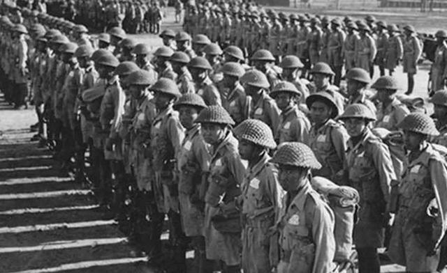 可是,直到1944年初,中国统帅蒋介石却始终按兵不动,这到底是为什么呢?