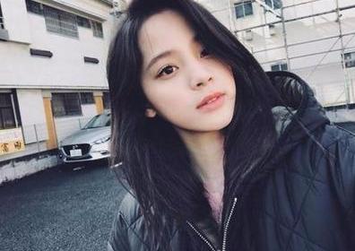 欧阳娜娜也遇到发际线难题?快本节目刘海被掀起莫名撞脸蕾哈娜插图(2)