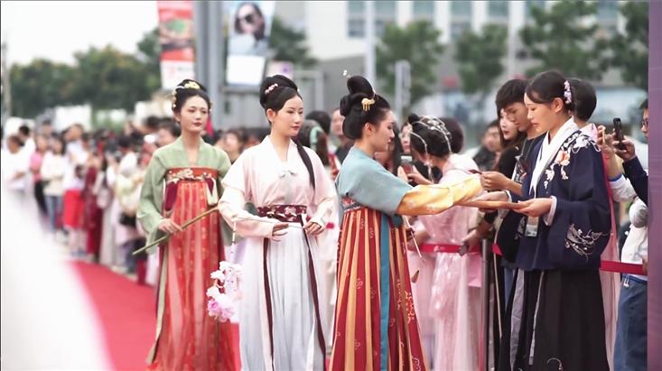 成都大悦城华服时尚周发布会,万千美颜引领国风新潮流!