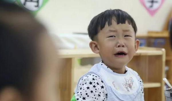 """医生劝告:孩子3岁前,喂4种食物是""""害""""不是爱,家长别大意"""