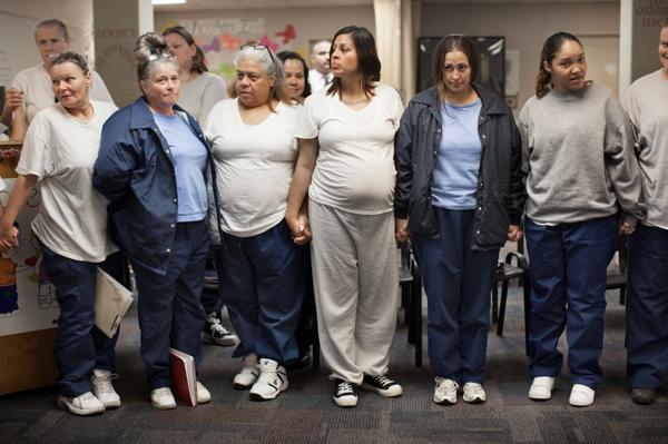 美国女子监狱,女囚为逃避劳动,利用探监机会积极造宝宝