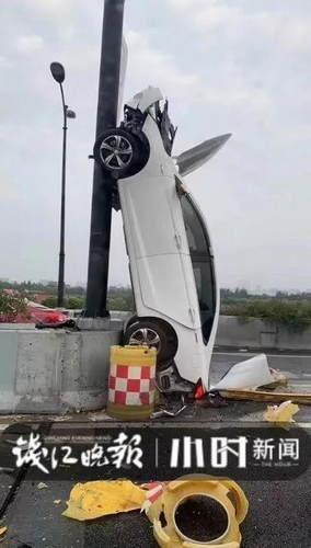"""杭州这辆轿车""""开上天""""了!视频刷爆朋友圈,车上下来3个女子"""