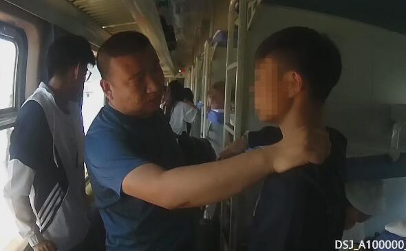 """六旬大爷被""""好心人""""盗刷银行卡 小偷近日被抓"""