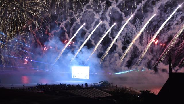 安室奈美惠隐退一周年人气依旧 家乡冲绳举行烟花大会纪念