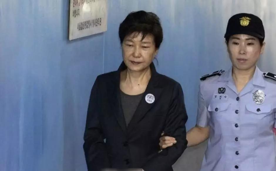 """胡作非为!韩国检方""""靠嘴""""定案,朴槿惠成为名副其实的""""背锅侠"""""""