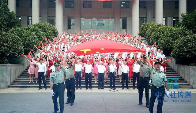 湖南人社同唱《我和我的祖国》献礼新中国70周年华诞