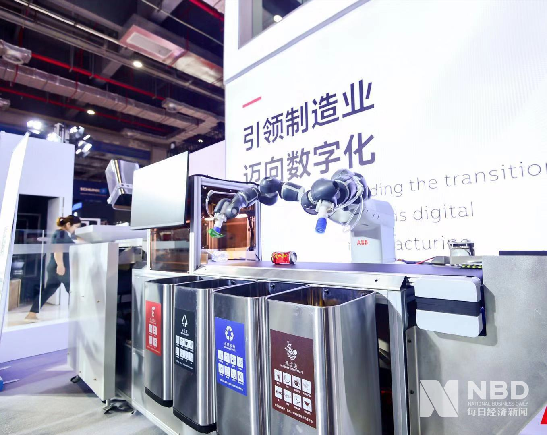 """工博会丨助力先进制造业从""""机器换人""""到""""人机协作""""工博会机器人展区为产业提供转型新动力"""