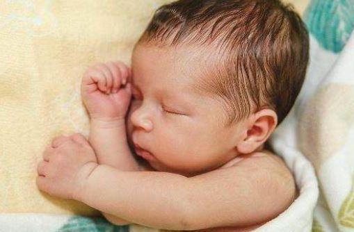 """原创            未满月的新生儿,一天洗一次澡?别再""""犯傻""""了!"""