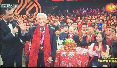 致敬榜样!这两位潮汕人获得国家勋章和国家荣誉称号