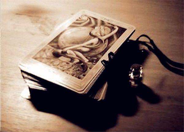 塔罗占卜:爱别人多一点更快乐还是被人爱多一些更幸福