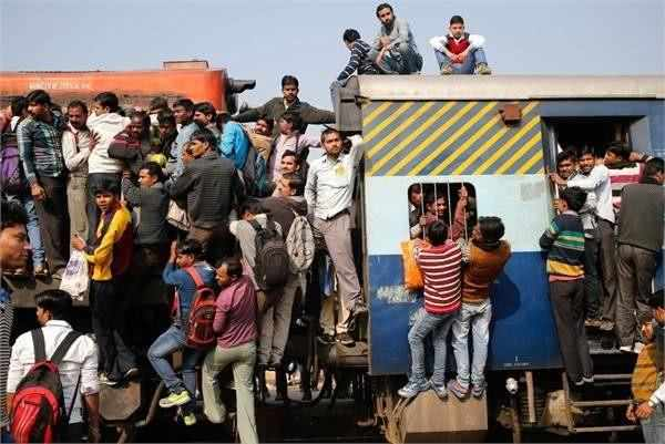 直击当今的印度: 恒河其实并不脏, 火车也没挂满人, 我们想错了?