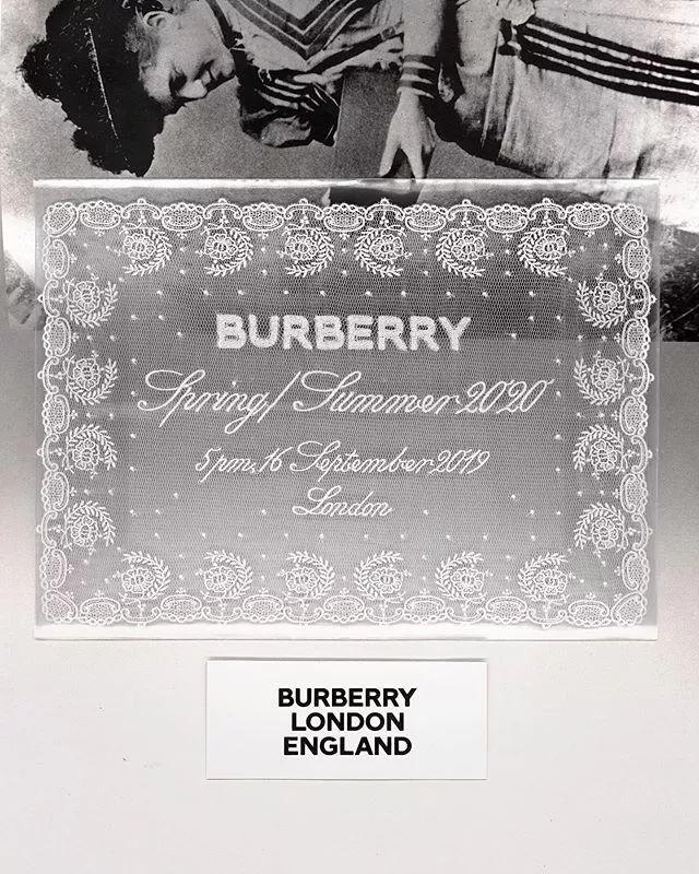 "T型台 | 周冬雨用亮片裙配皮草,竟然也很""Burberry"""