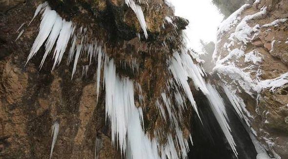 女人嫩穴洞_库尔库勒德克水帘洞位于萨尔阔布乡境内,瀑布呈单瀑状,仅一级跌水,高