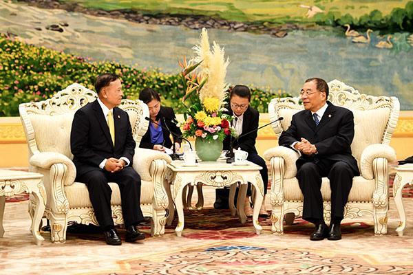 <b>杨晓渡会见泰国监察专员署首席监察专员威塔瓦</b>