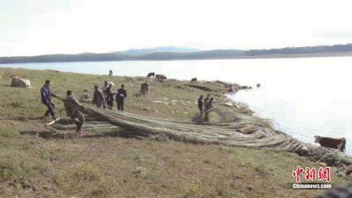 """吉林开启""""大环保""""时代:松花湖水域拦网养殖拆除"""