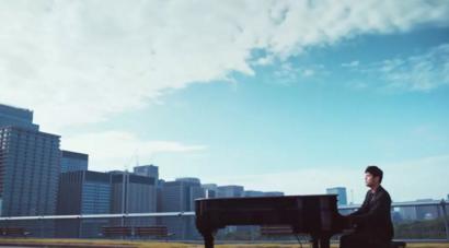 周杰伦新歌《说好不哭》自带彩带,MV里男主留学烧仙草大学?