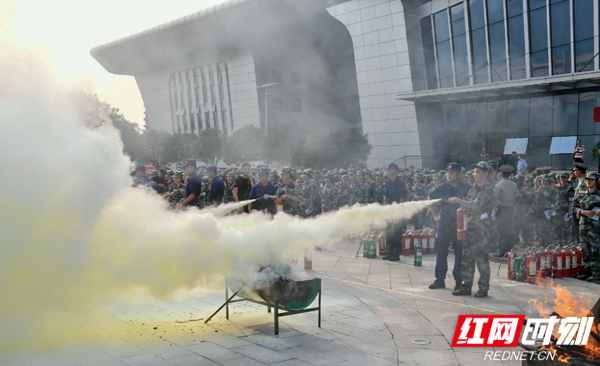 湖南消防携手新媒体直播进校园