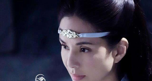 题目:李若彤晒出中国风照片,就像掉落人间的仙子,一如既往的仙