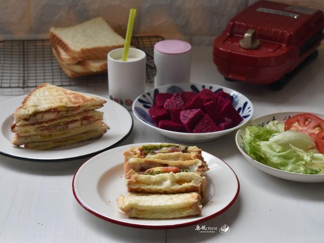 2人早餐,自己做吃得舒心,豐盛又美味,老公曬圖寫著這早餐滿分