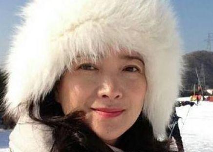 中国唯一演遍四大名着女星,为儿子息影多年,今54岁比许晴还美