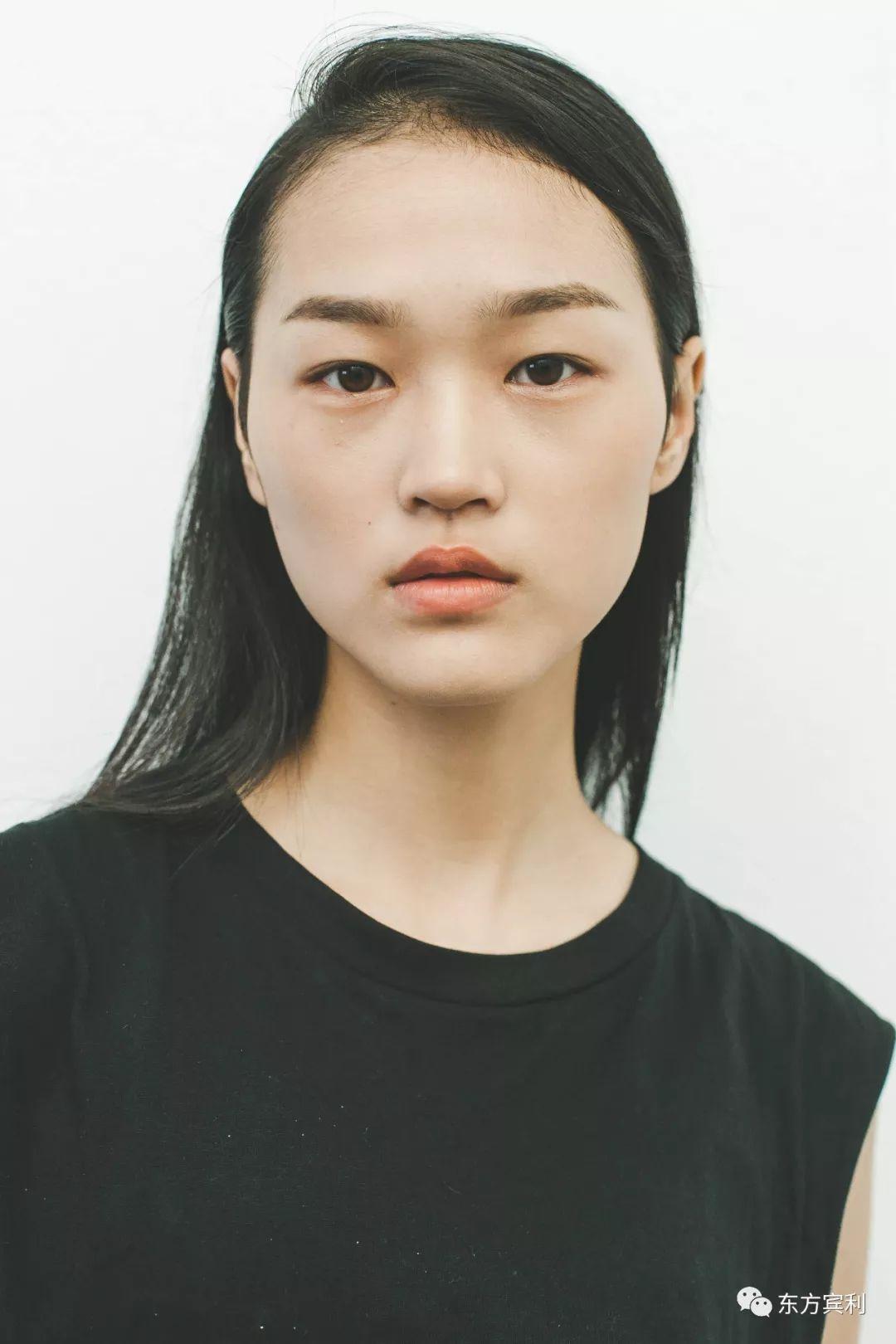 蔡冠男参加中国职业模特大赛 荣获亚军出道, 签约东方宾利 是她首次