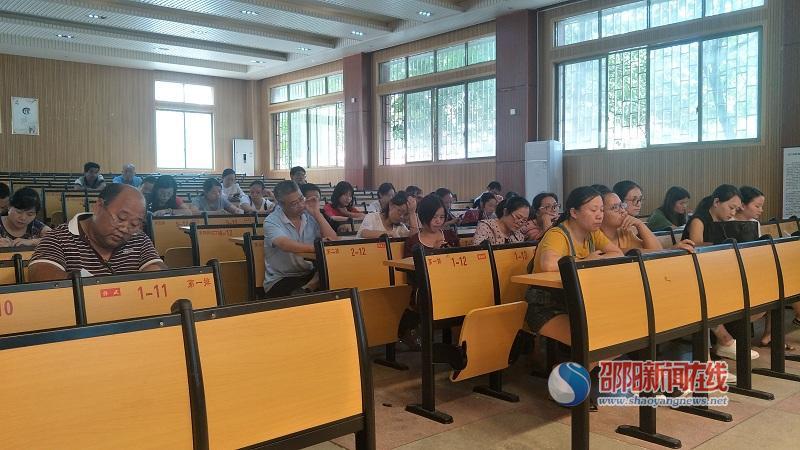 隆回县九龙学校用名师讲堂助推数学教研