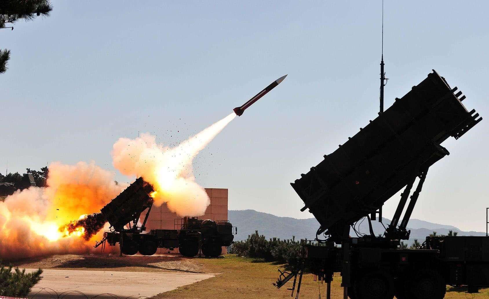 美国故技重施 伊朗导弹已经锁定航母 俄罗斯发出强硬警告