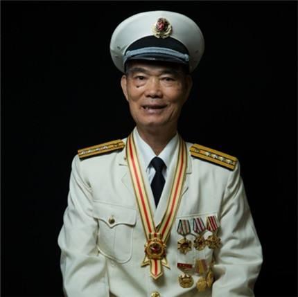"""饶平人麦贤得获颁""""人民英雄""""!曾在广东多地"""