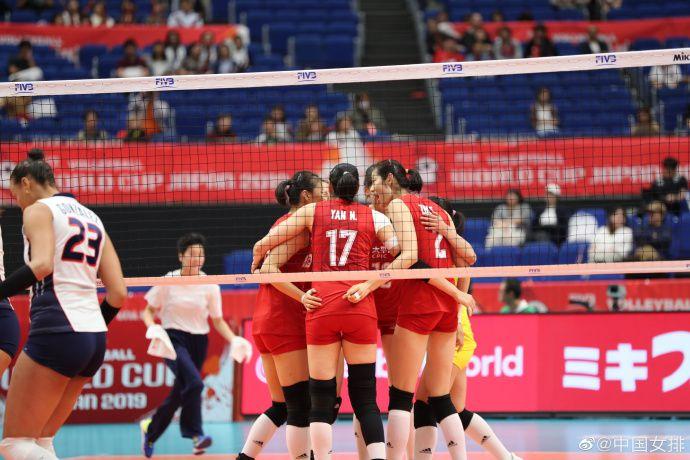 中国女排豪取4连胜,一局未丢继续排名榜首,5天后与美国队决战