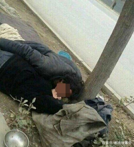 男子喝醉昏睡路边 竟被流浪汉猥亵 男子醒后痛哭:没脸见人了