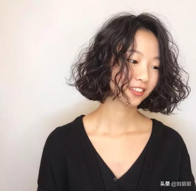 女生玉米烫大卷发型图片 迷人小性感玉米烫就这样... _西子美发网