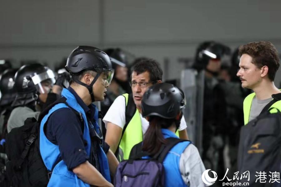 """香港最前线:警界""""蓝背心"""""""