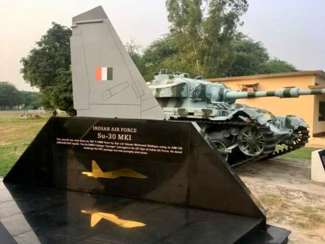 印巴空战剧情大反转,击落苏30的是美制战机,枭龙战机跌落神坛