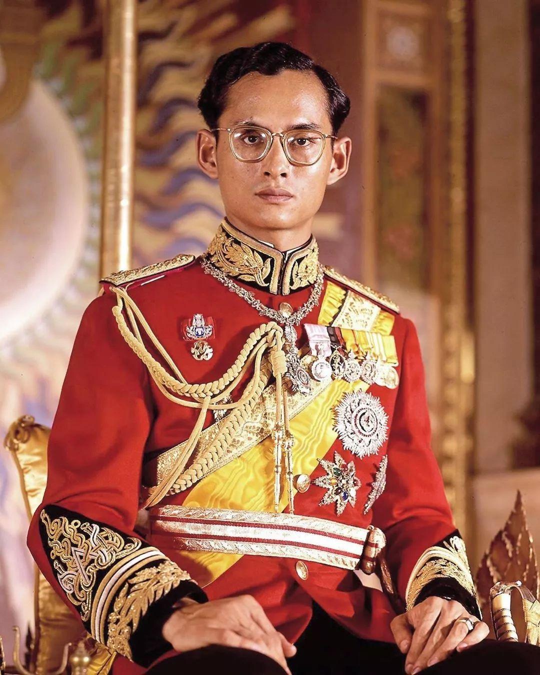 为了看新王妃的美照,泰国人民把网站挤瘫痪了……