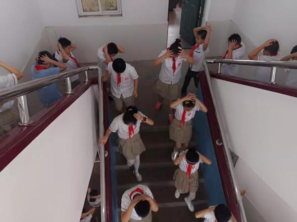 舒师附小:防空防灾演练活动