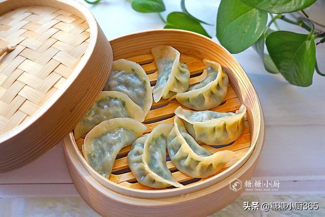 蒸饺我家从不出去买,自己这样做,比买的还要香,吃20个还不过瘾