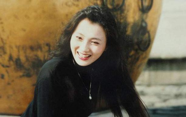 曾被称中国第一美女,为儿子退出娱乐圈,如今儿子很优秀