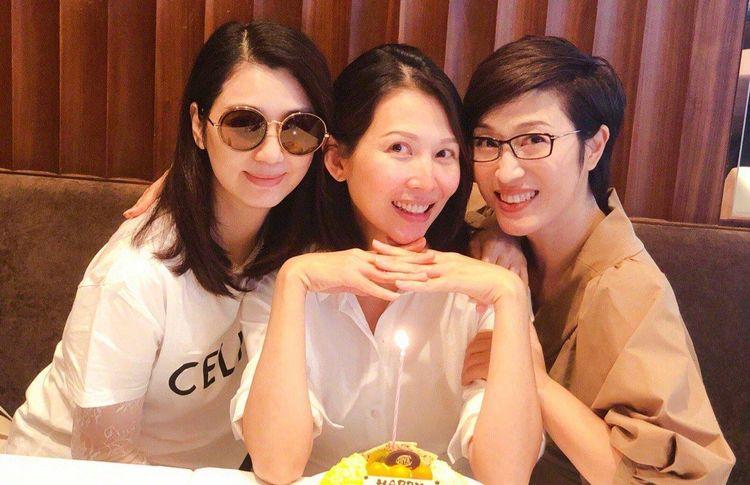 洪欣陈法蓉为蔡少芬庆生,颜值抢镜,3个人3种状态,谁最幸福?
