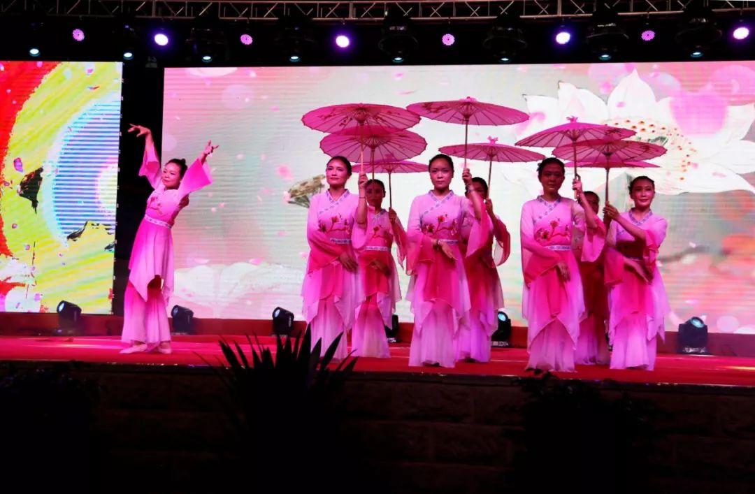 <b>巧家法院和巧三中联合举办庆祝中华人民共和国成立70周年文艺晚会</b>