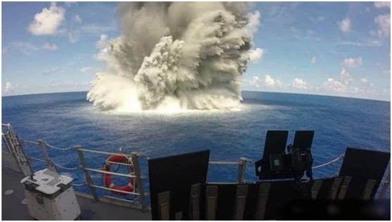 一旦核航母被东风21D击中,后果将会如何?美军做了一个测试