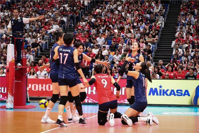 世界杯,韩国女排当缩头乌龟,被俄罗斯砸崩,金软景有心理阴影了