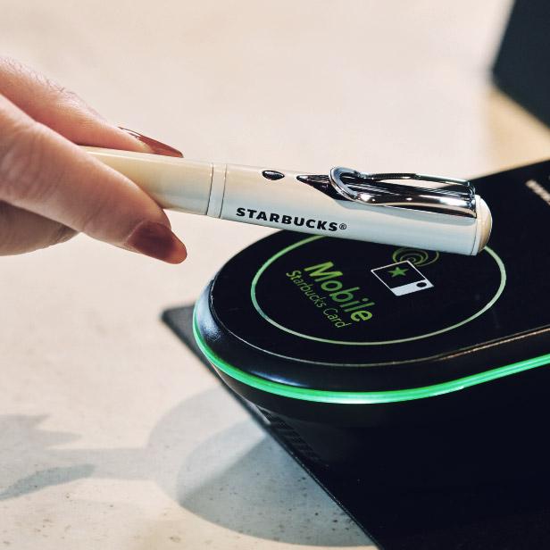 星巴克日本推出了一支内置 NFC 钱包的钢笔