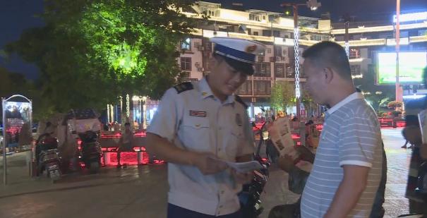 环江消防员竟然到大广场做这样的事,大家都乐了