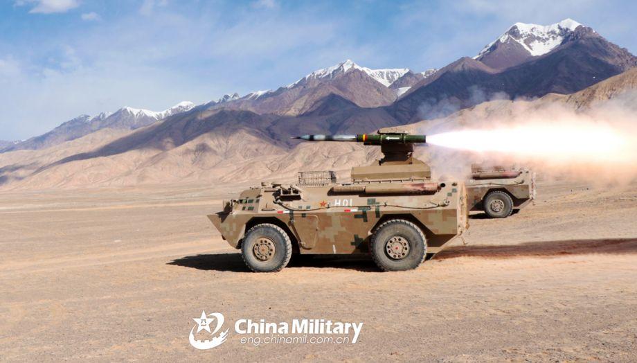 荒漠实弹打靶!国产反坦克导弹战车亮相
