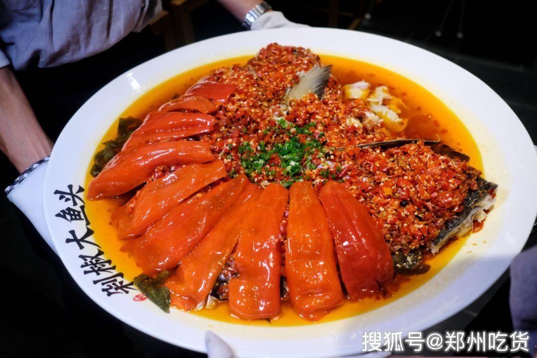 10斤重大大大鱼头来袭!郑州首个剁椒鱼头餐饮品类驾到,坐标熙地港!