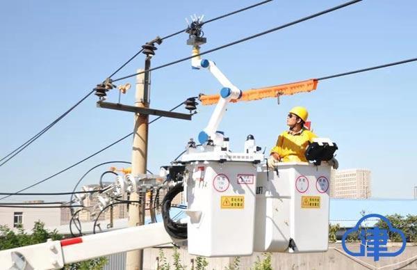 全国首例单臂人机协同配网带电作业机器人在津成功应用