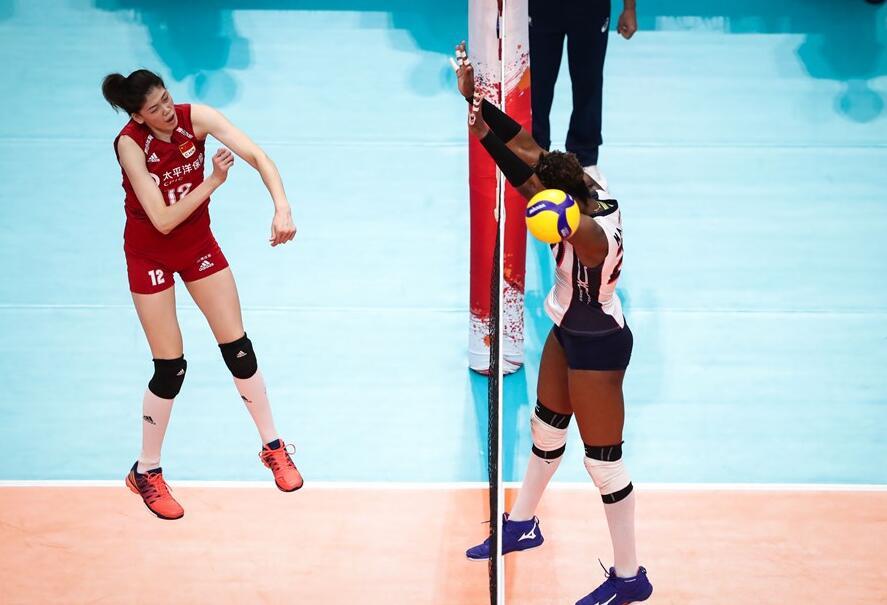 世界杯-中国女排3-0多米尼加4连胜 龚翔宇意外撞