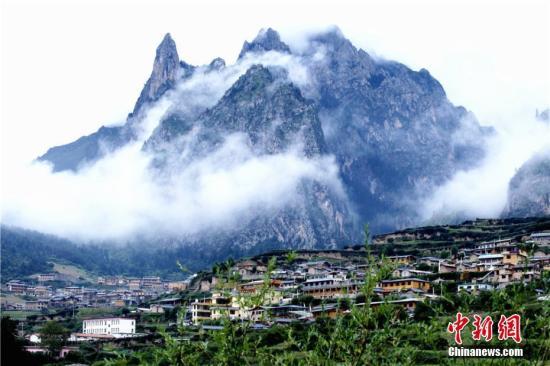 甘南藏区70年巨变:地区GDP涨519倍人均寿命翻番
